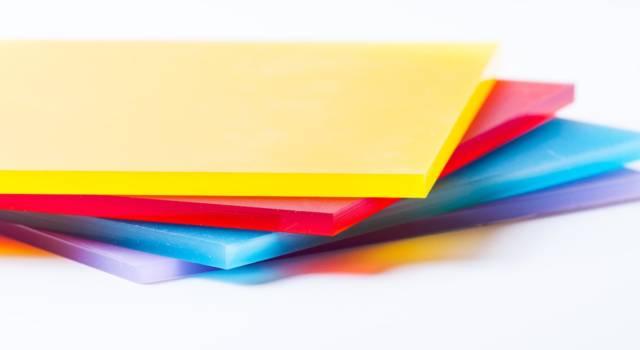 Plexiglas o plexiglass? Come si scrive e cosa significa