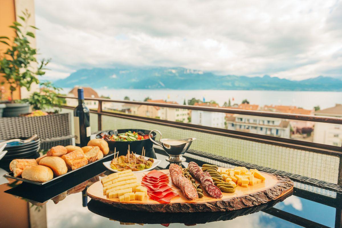 colazione balcone cibo