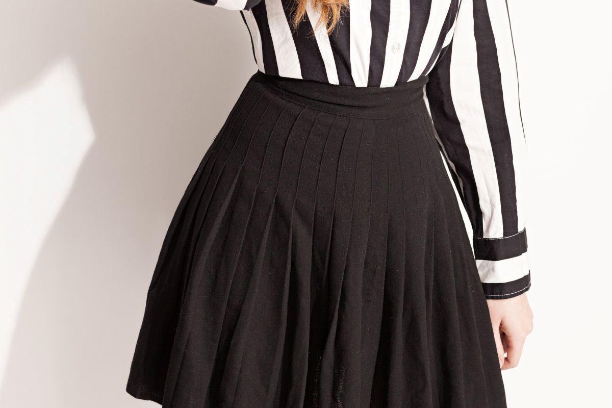 Minigonna nera con pieghe