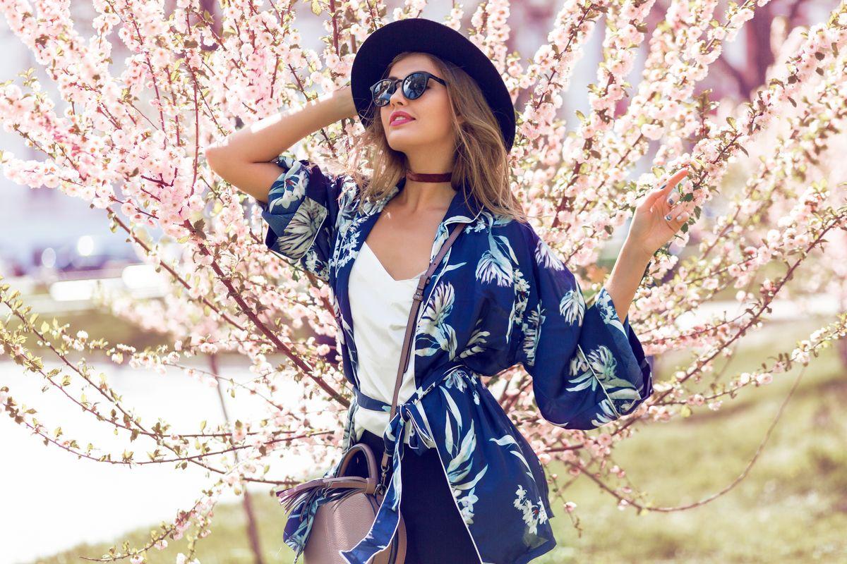 Kimono corto con fiori