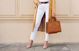 Pantaloni bianchi e tacchi