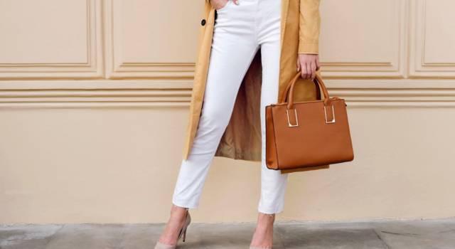 Pantaloni bianchi come indossare