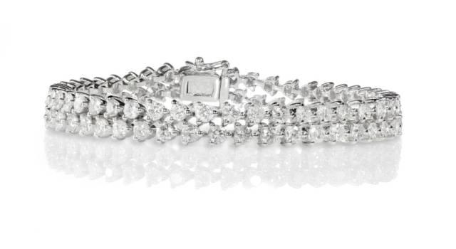 Dagli anni '20 ad oggi il bracciale tennis di diamanti fa ancora innamorare