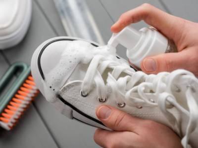 Sneakers bianche sempre pulite? Ecco come fare