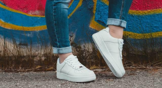 Look da evitare con le sneakers