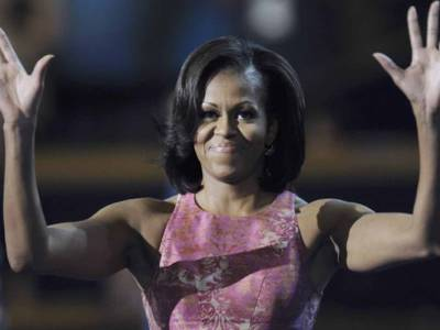 Classe in burgundy: il look di Michelle Obama all'Inaguration Day