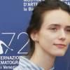 Ispirazioni da Venezia 77: l'abito dell'autunno è il tubino di Stacy Martin