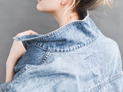 Giubbino di jeans cercasi: la giacca su cui puoi sempre contare