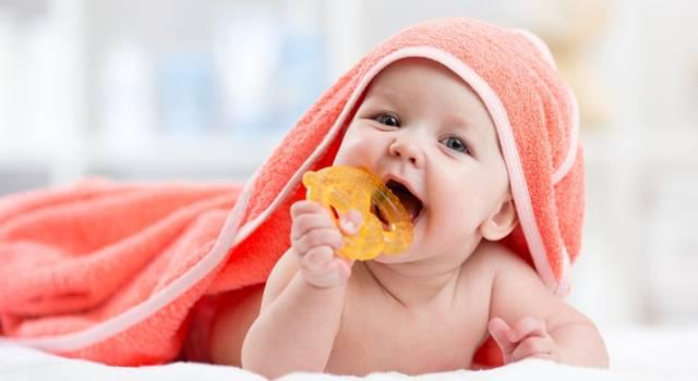 Quando inizia la dentizione del neonato e quali sono i suoi sintomi?