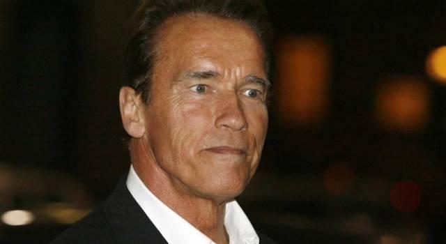 Arnold Schwarzenegger operato d'urgenza al cuore: la foto dal letto d'ospedale