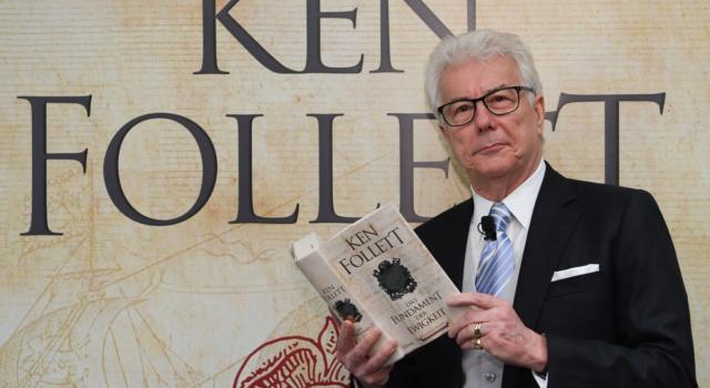 Ken Follett: tutto quello che c'è da sapere sullo scrittore