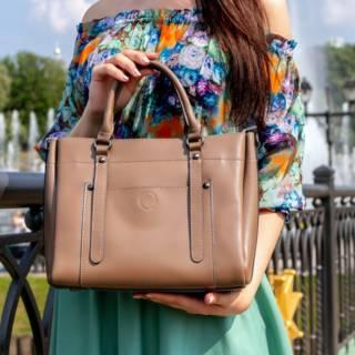 In tempo di saldi, una borsa shopper ci salverà: se non ce l'hai, è il momento giusto per acquistarla