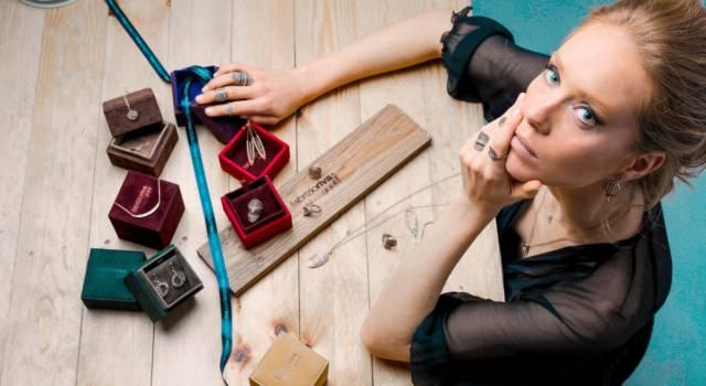 Orecchini in formato mignon: è la tendenza bijoux del momento