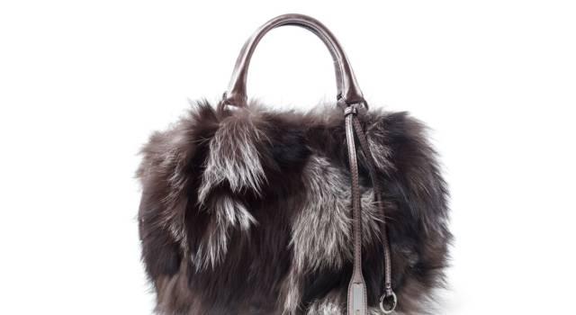 La borsa diventa un morbido peluche: ecco le teddy bear bag