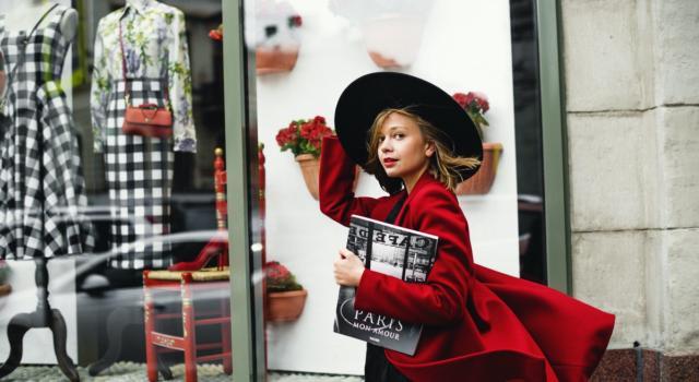 Il cappotto perfetto in vista del Natale è… rosso!
