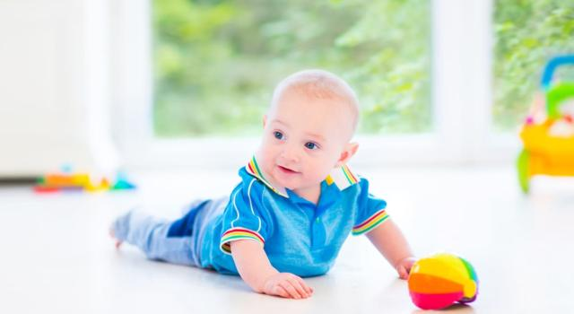 Cos'è il tummy time e perché può essere utile al tuo bambino?