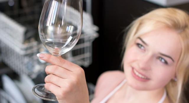 Bicchieri opachi in lavastoviglie? Ecco i rimedi per togliere tutti gli aloni