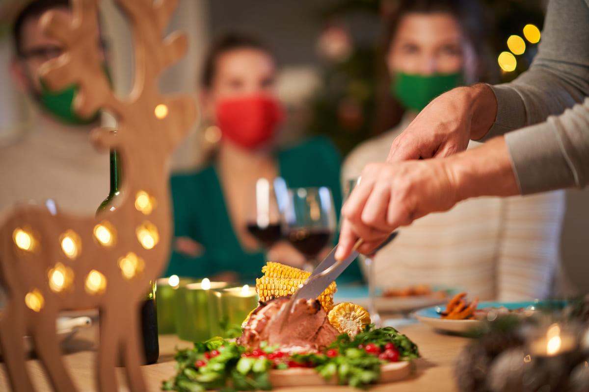 cena di Natale con mascherine