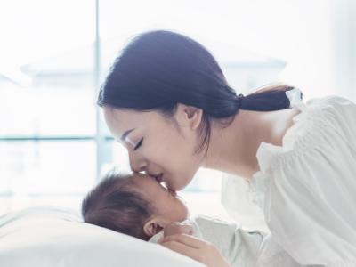 Cos'è e come si risolve l'ernia ombelicale nel neonato?