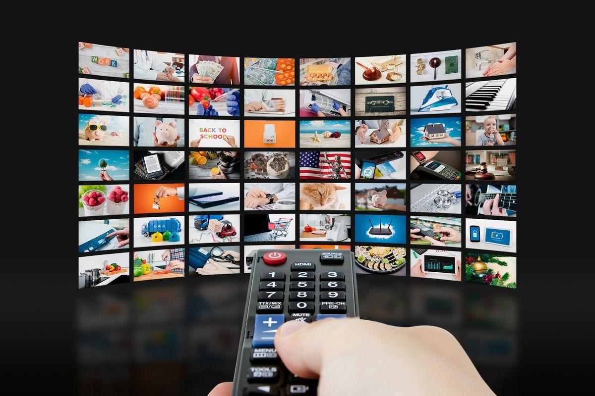 Telecomando e schermo TV
