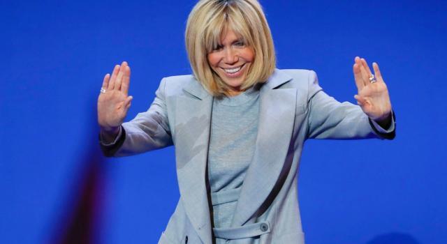 Il cappotto nero torna anche quest'inverno, da indossare come Brigitte Macron