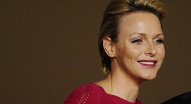 Charlene di Monaco irriconoscibile: il look punk per Natale