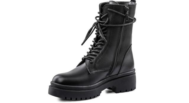 In strada o in ufficio: pronte a scattare con i combat boots