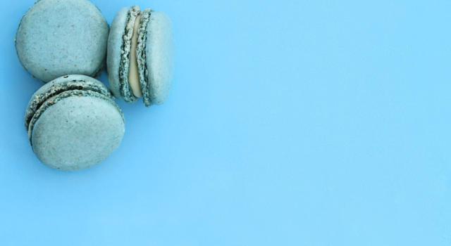 I macaron azzurri di Baby Yoda fanno impazzire i fan! Ma cosa c'è dietro?