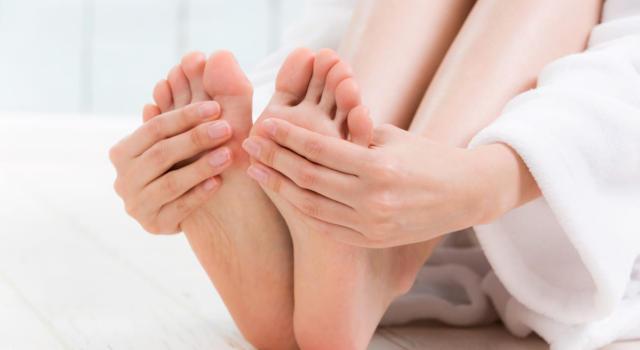 Mani e piedi freddi: le cause e i rimedi da provare