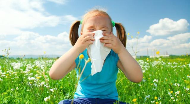 Riconoscere e prevenire i sintomi della rinite allergica nei bambini