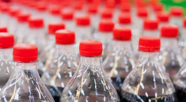 La borsa? Sostenibile, come quella Kipling fatta con le bottiglie di Coca-Cola