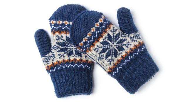 Muffole is the new trend: i guanti di Bernie Sanders spopolano online
