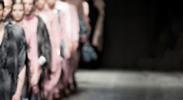 Cosa significa couture? La quintessenza della moda di lusso in una parola francese