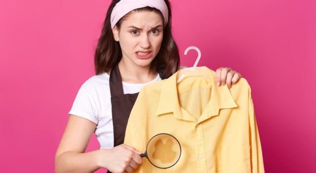 Macchie gialle sulla biancheria: come rimuoverle facilmente