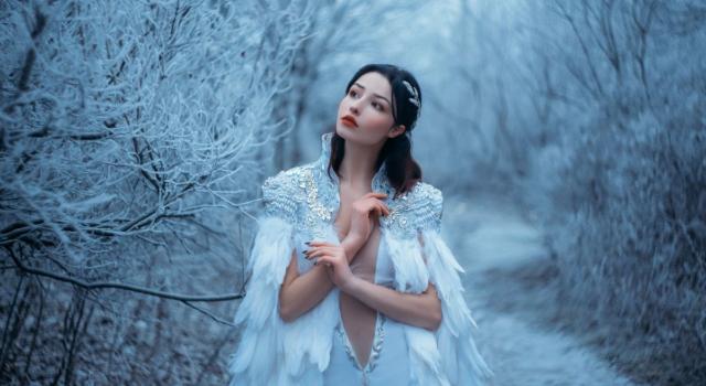 Regine della neve: la collezione autunno/inverno 2021-2022 di Miu Miu