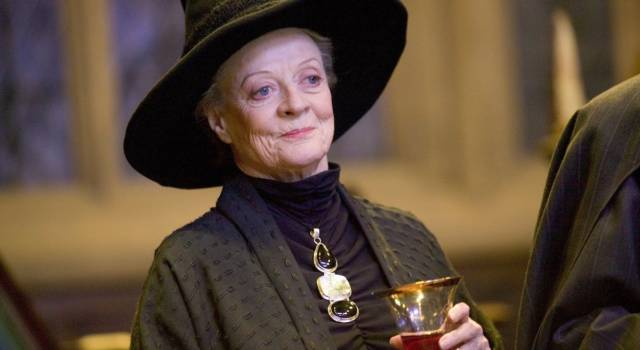 Tutto su Maggie Smith: gli Oscar, Harry Potter, Downton Abbey e i drammi famigliari