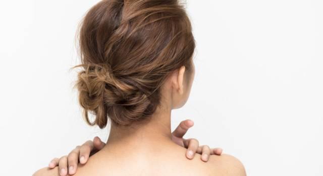 Automassaggio sulle spalle
