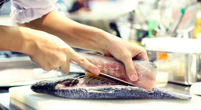 Come pulire il pesce con semplicità e senza rovinarlo