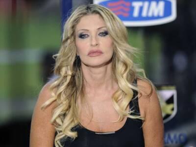 Paola Ferrari come Sharon Stone: incidente bollente in diretta tv