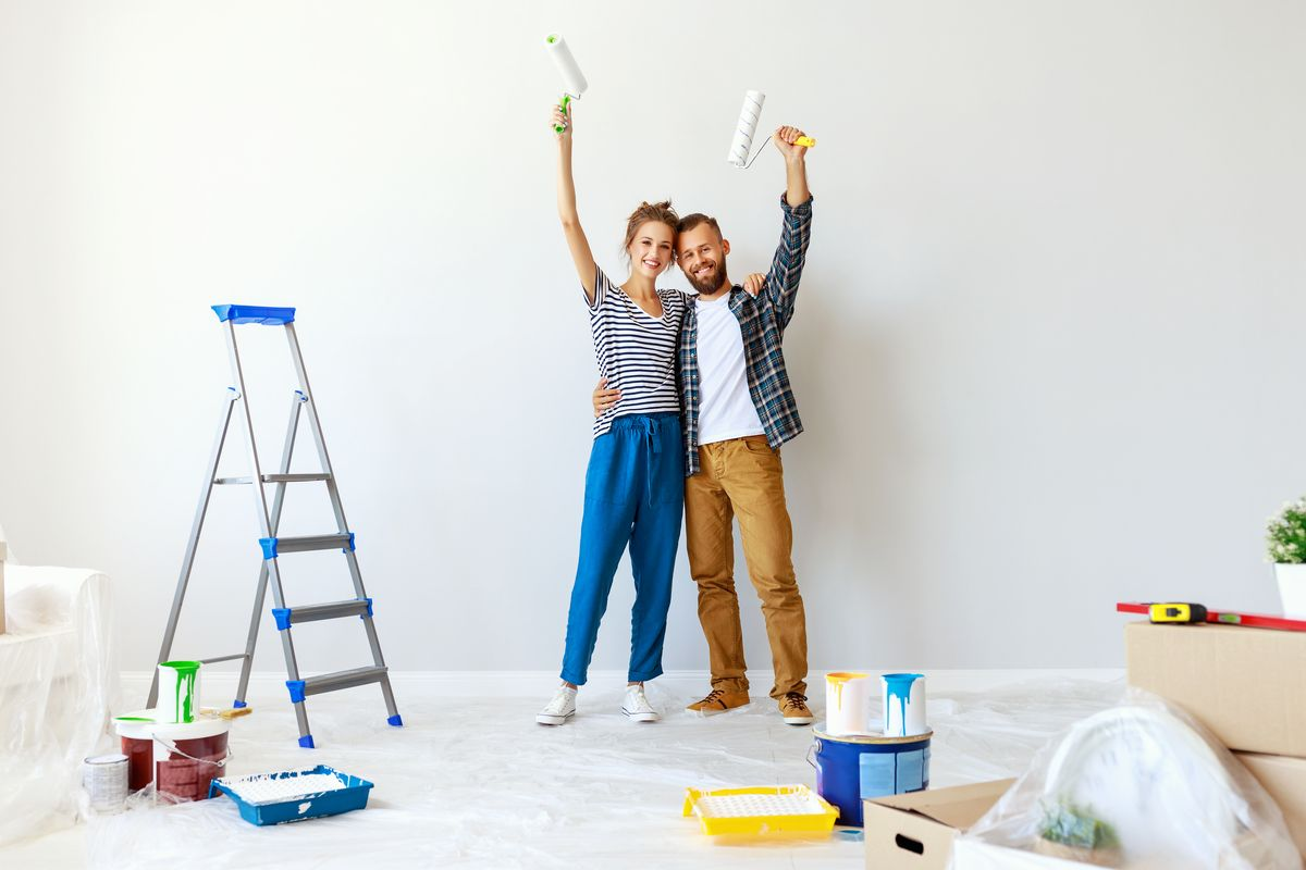 coppia casa dipingere