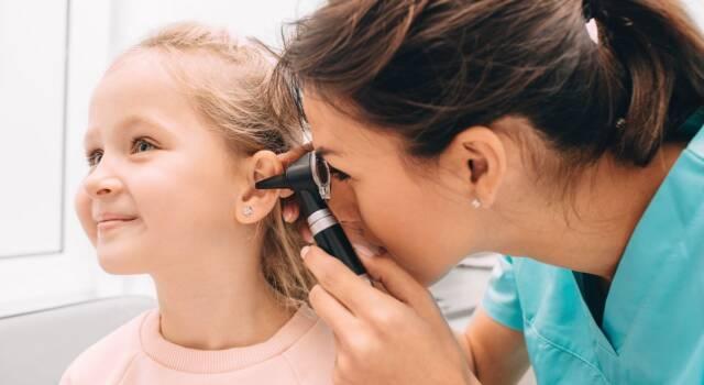 Come si manifesta e si cura il mal d'orecchio nei bambini?