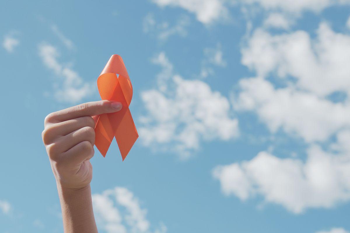 Nastro arancione per la consapevolezza della leucemia