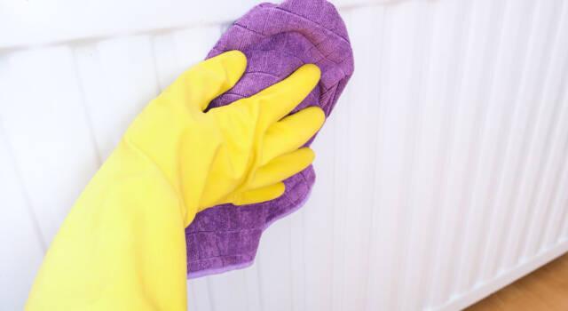 Come pulire i termosifoni: tutto quel che c'è da sapere