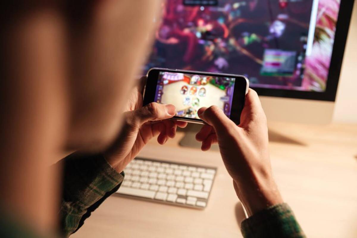ragazzo smartphone