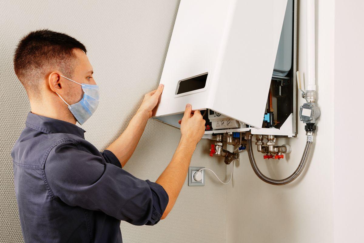 tecnico riparazione boiler caldaia