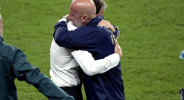 Euro 2020, Roberto Mancini e Gianluca Vialli: l'abbraccio in lacrime dopo la vittoria