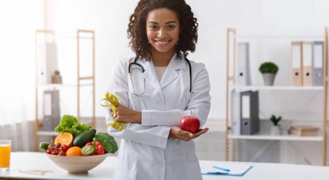 Differenza tra dietologi e nutrizionisti: ecco cosa è importante sapere