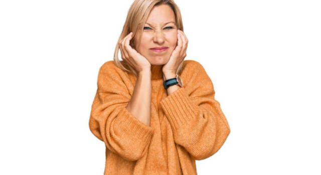 Orecchie fredde: quali sono le cause più comuni, da cosa dipendono e come rimediare