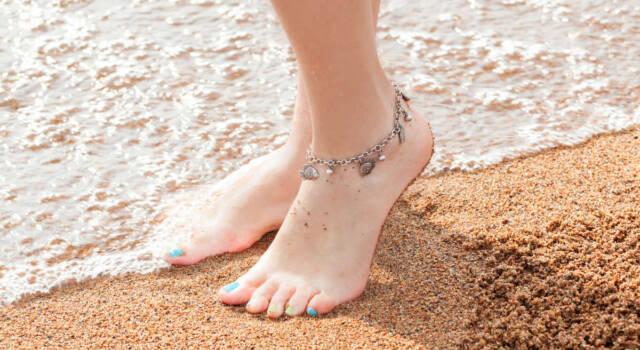 Danziamo anche quest'anno in riva al mare con la cavigliera, queen dei bijoux estivi