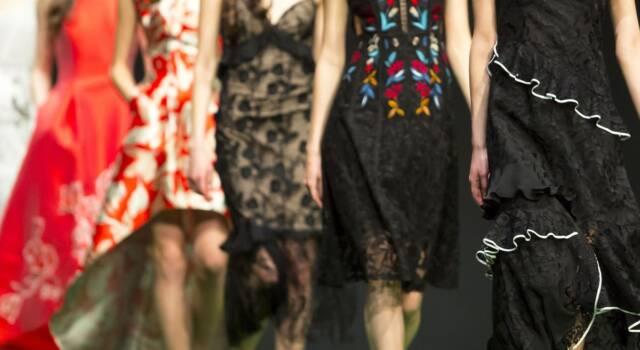 L'Haute Couture Chanel invernale viaggia nel tempo e nello spazio, tra tweed e ricami